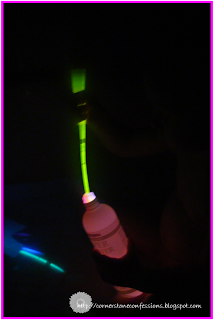 Glow-in-the-Dark Bathtime--a Simple Glow Stick Trick
