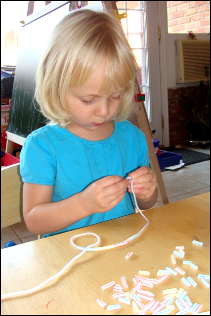 Making a straw necklace
